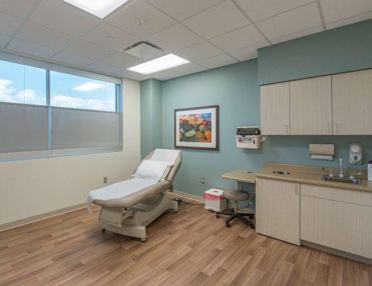 HRH-Breast-and-Plastics-Clinic-(9-of-13)